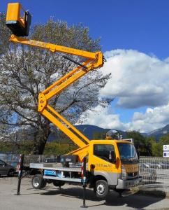 Camion nacelle articulée 20 m
