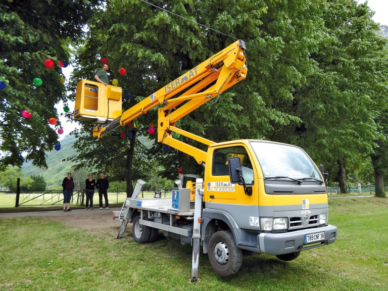 Camion nacelle articulée 17 m