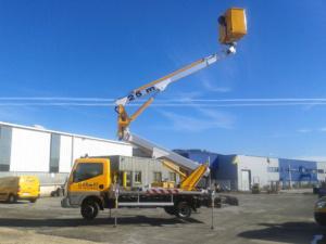 Camion nacelle articulée 25 m